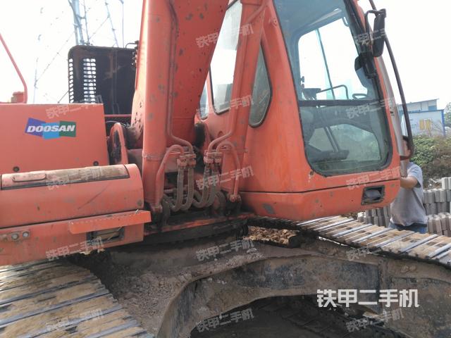斗山dh225lc-7挖掘机图片