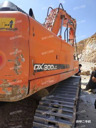 斗山DX300LC挖掘机