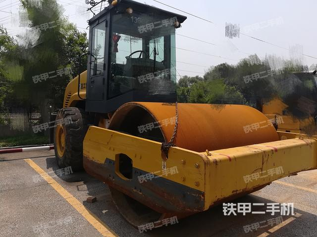 辽宁抚顺市徐工XP302压路机