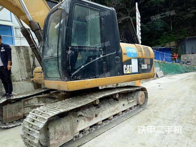 浙江丽水市卡特彼勒320D挖掘机