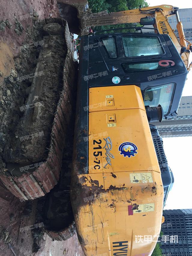 江西上饶市现代R215-7C挖掘机