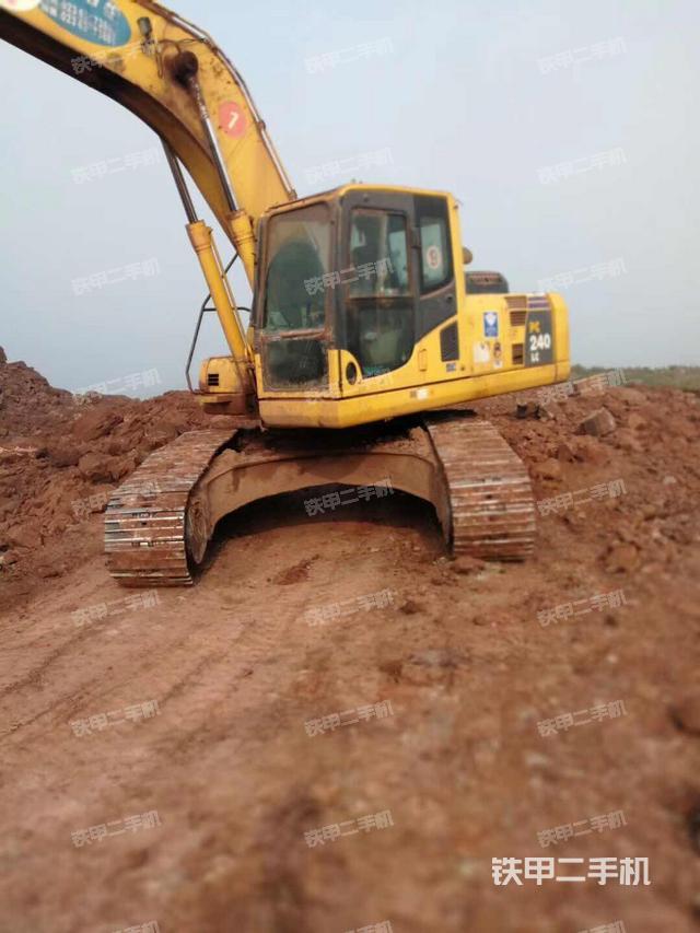 重庆重庆市小松PC240LC-8挖掘机