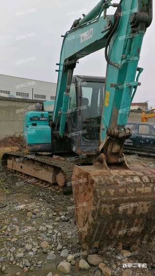 神钢SK75挖掘机