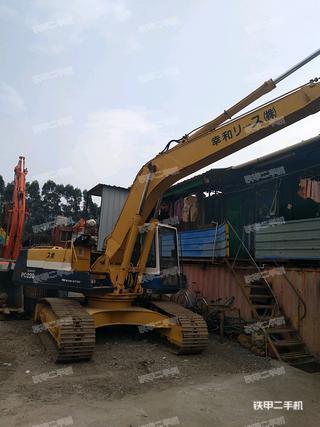 小松PC220-5挖掘机