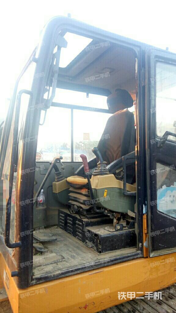 广西北海市雷沃重工fr65v8挖掘机