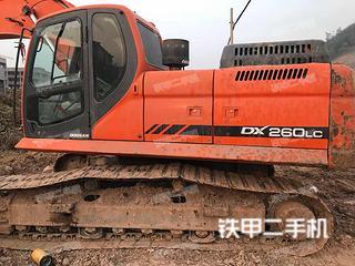 斗山DX260LC挖掘机