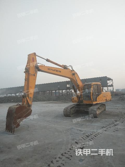 江苏盐城市现代R200-5D挖掘机