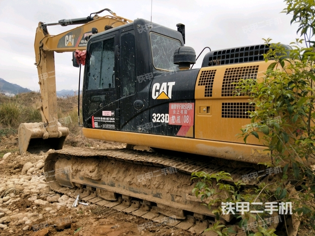 贵州黔南布依族苗族自治州卡特彼勒323D2L挖掘机
