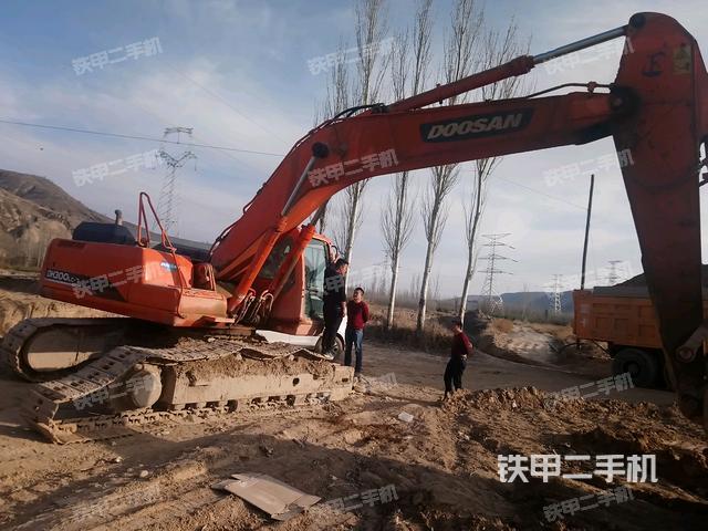 甘肃庆阳市斗山DH300-7挖掘机