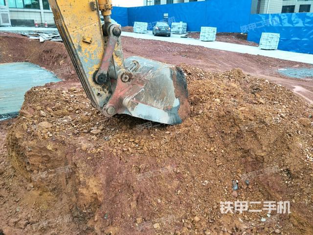 江西景德镇市龙工LG6225挖掘机