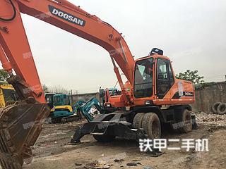 斗山DX210W挖掘机