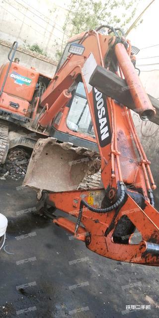 中国北车DBC60D-8挖掘机