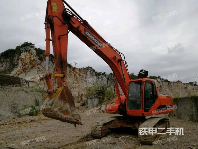 广西来宾市斗山DH220-5挖掘机