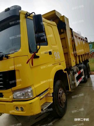 中国重汽8X4工程自卸车