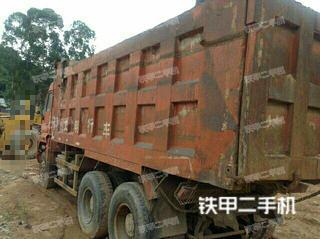 中国重汽6X2工程自卸车