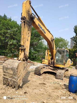 湖北天门市二手小松PC200-7挖掘机实拍照片