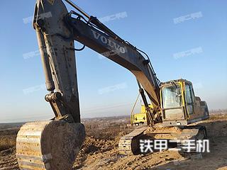 沃尔沃EC240B挖掘机实拍图片