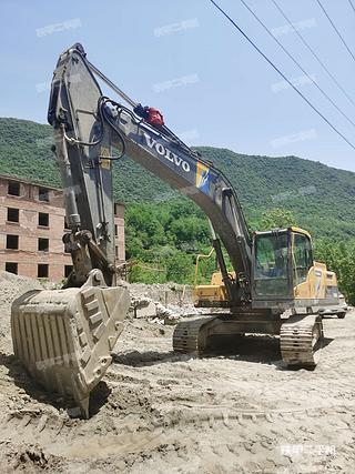 陕西-汉中市二手沃尔沃EC250D挖掘机实拍照片