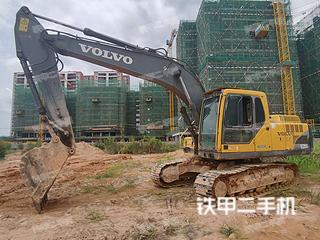 沃尔沃EC200B挖掘机实拍图片