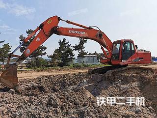 斗山DH220-5挖掘機實拍圖片