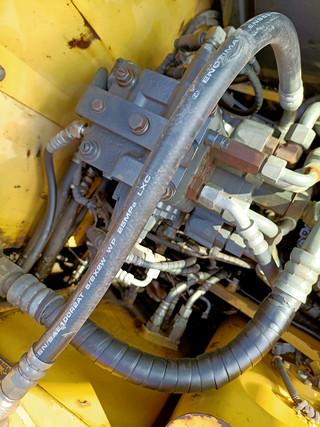 二手小松挖掘机回转马达和主控阀实拍图371