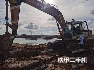 加藤HD820挖掘机实拍图片