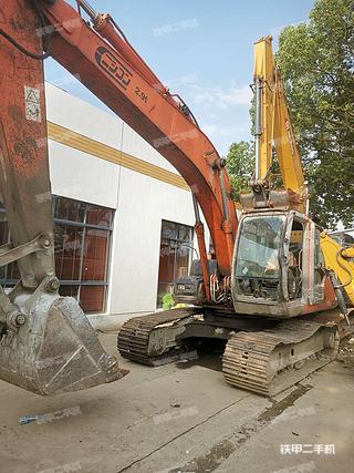 日立ZX200挖掘机实拍图片