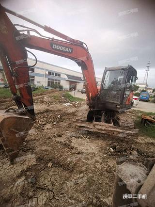 斗山DX60挖掘机实拍图片