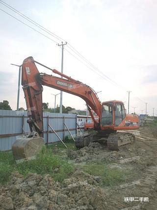 斗山DH215-7挖掘机实拍图片