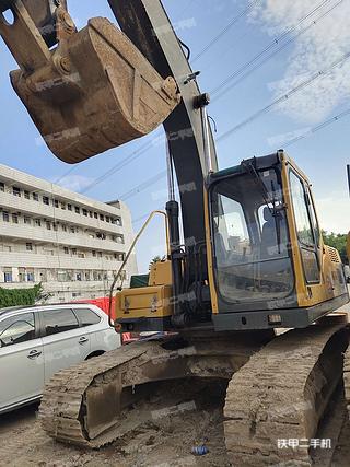 深圳沃尔沃EC210B挖掘机实拍图片