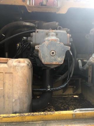 二手小松挖掘机液压泵舱室正面整体实拍图370