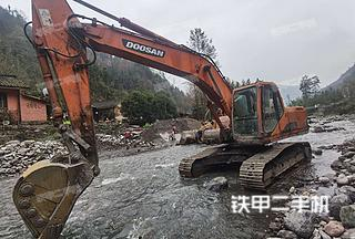 斗山DH220LC-V挖掘機實拍圖片