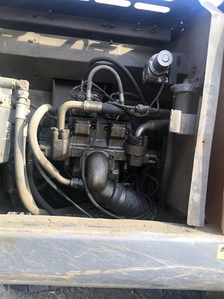 二手日立挖掘机液压泵舱室正面整体实拍图370