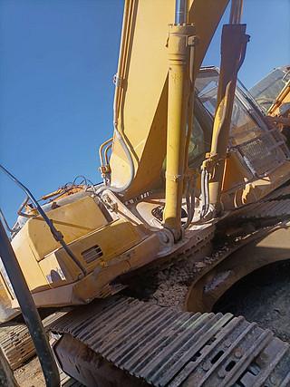 二手小松挖掘机右前45实拍图225