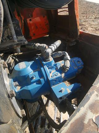 二手斗山挖掘机液压泵舱室正面整体实拍图370