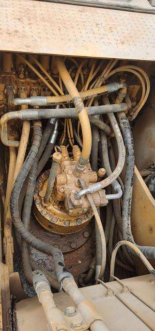 二手卡特彼勒挖掘机回转马达和主控阀实拍图371