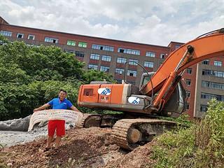 二手日立挖掘机实拍图1