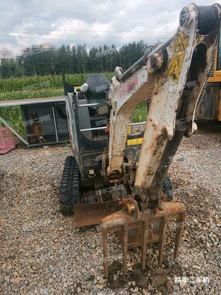 山貓E17挖掘機實拍圖片