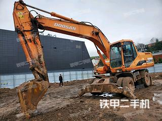 斗山DH210W-7挖掘机实拍图片