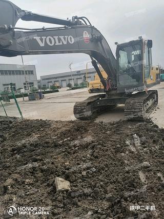 阳泉沃尔沃EC200DAG挖掘机实拍图片