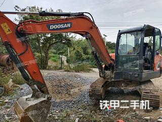 斗山DX60-9C挖掘机实拍图片