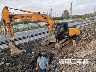 上海现代R215-7C挖掘机实拍图片