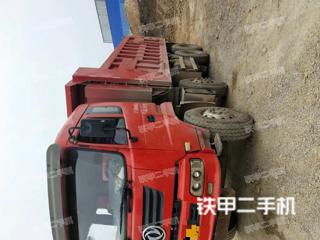 東風8X4工程自卸車實拍圖片